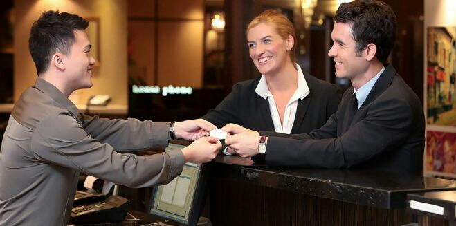 Os 10 mandamento do(a) rececionista de hotel